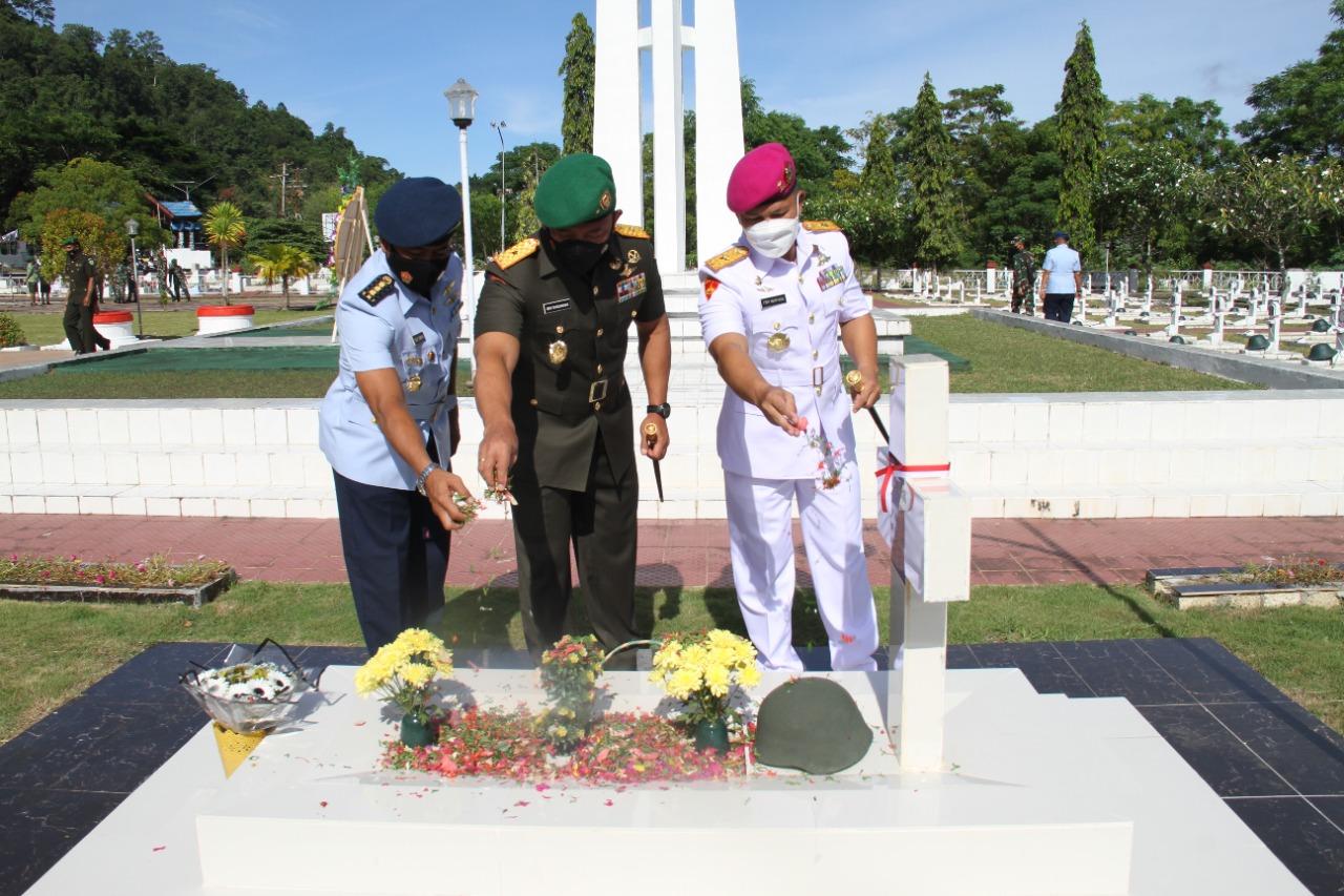 Peringati HUT ke 76 TNI